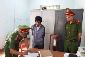 Công an bắt hiệu trưởng nhận tiền chạy việc ở Đắk Lắk