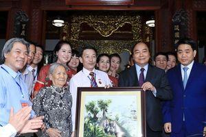 Thủ tướng: Chính phủ sẽ tạo cơ chế để làng gốm Bát Tràng phát triển đồng bộ