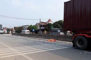 Cụ ông 80 tuổi chở vợ chết thảm dưới bánh xe container