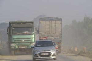 Tỉnh lộ 421B xuống cấp gây ô nhiễm