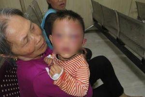 Nghi vấn bé trai 2 tuổi ở Nghệ An bị cha dượng bạo hành