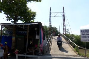 Cầu chưa được duyệt mức phí đã vội thu