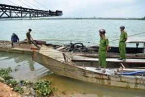 Phát hiện nhiều phương tiện khai thác cát, sỏi trái phép trên sông Hương