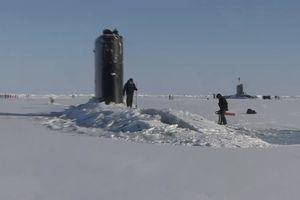 Xem tàu ngầm Mỹ bất ngờ đội băng dày nửa mét trồi lên