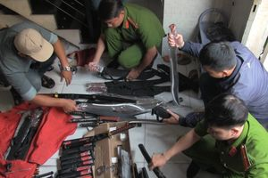 Đột kích kho vũ khí lớn của trùm 9X ở Sài Gòn