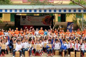 Lotte Hotel Hanoi mang 'Xuân ấm' đến bản cao tỉnh Hòa Bình