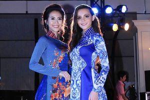 Á hậu Liên Phương diện áo dài, 'so dáng' cùng Hoa hậu Aibedullina Talliya