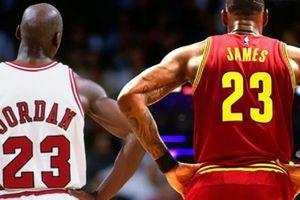 LeBron cân bằng kỉ lục với huyền thoại Michael Jordan sau trận thắng Hornets