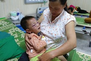 Nỗi đau người vợ có con riêng 3 tuổi bị chồng mới bạo hành đến nằm gục dưới nền nhà
