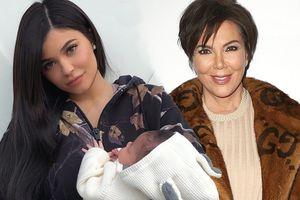 Bà Kris Kardashian bực tức vì không thể kiếm chác được từ con gái của Kylie Jenner