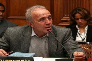Thừa nhận có rất nhiều tiền, nghị sĩ Peru bị người dân tát khi đang trả lời phỏng vấn