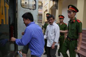 Hoãn xử lần 3 vụ sà lan tông sập cầu Ghềnh, cho 2 bị cáo tại ngoại