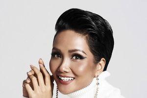 Hoa hậu H'Hen Niê quyến rũ trong trang phục màu trắng