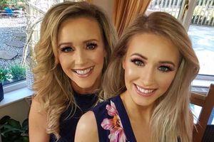 Cặp mẹ con chênh nhau 31 tuổi trông như chị em cùng thi hoa hậu