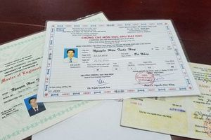 Khởi tố tiến sĩ giả đang công tác tại một trường đại học ở Đà Nẵng