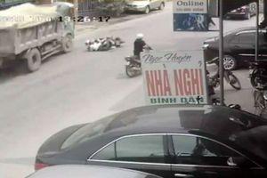Tài xế xe tải đánh lái xuất thần, cứu mạng 2 nữ sinh trong gang tấc