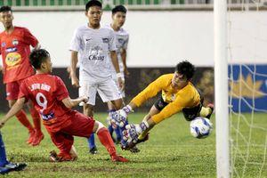 Lứa U19 của bầu Đức vất vả đánh bại U19 Chonburi