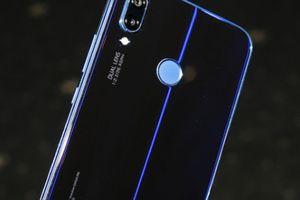 Ảnh thực tế Huawei Nova 3e: Màn hình tai thỏ, mặt lưng lấp lánh