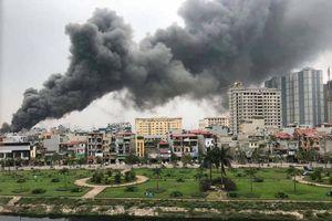Cháy lớn ở chợ Quang, người dân hoảng loạn kêu cứu