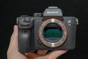 Trên tay máy ảnh Sony A7 III: hàng loạt nâng cấp, giá 49 triệu cho body