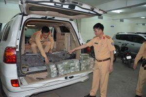 Cảnh sát giao thông tóm gọn xe ôtô Lào vụ vận chuyển 100 bánh heroin