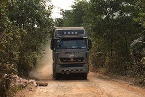 Thừa Thiên Huế: Xe 'vua' cày nát tỉnh lộ, dân lập chốt chặn vì quá bụi