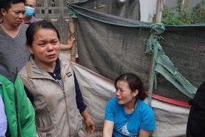 Hà Nội: Tiểu thương khóc ngất vì mất hết tài sản sau vụ cháy chợ