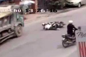 Hai nữ sinh thoát chết trước mũi xe tải phải chịu trách nhiệm gì?