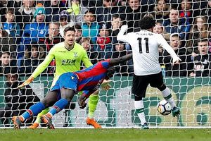Salah lại ghi bàn, Liverpool 'vượt ải' Palace
