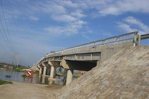 Hà Nội: Phân luồng giao thông phục phụ xây dựng cầu Suối Hai 1