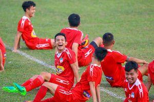 Cầu thủ HAGL cười rạng rỡ trước trận gặp Nam Định