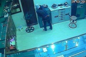 Tên trộm đột nhập tiệm vàng 'cuỗm' tài sản trị giá hơn 700 triệu đồng