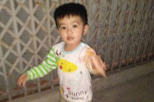 Nóng: Bé trai 3 tuổi nghi bị bắt cóc khi đang chơi trước cổng