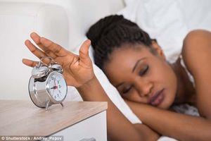 Ngủ 'nướng' vào cuối tuần: Lợi hại ra sao?