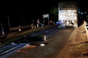 Va chạm với xe tải, thanh niên bị cán qua người tử vong