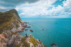 Bãi biển hoang sơ đẹp ảo diệu nhất Vịnh Bắc Bộ mà bạn nên đến trong hè này