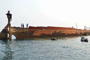 Tàu bị đánh bom từ Thế chiến 2 bất ngờ nổi lên sau 75 năm