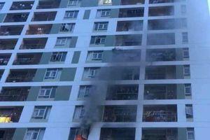 Lại cháy chung cư ở Sài Gòn, dân hốt hoảng bỏ chạy