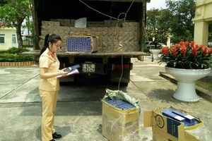 CSGT bắt xe tải vận chuyển gần 2.500 bao thuốc lá lậu