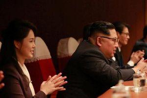 Cận cảnh ông Kim Jong-un và Phu nhân hào hứng xem sao K-Pop biểu diễn