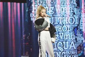 HLV Lê Minh Sơn thất thần trước phần trình diễn của Shin Hồng Vịnh