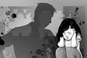 Tạm giam cha hiếp dâm con ruột 10 tuổi nhiều lần