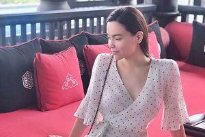 Chuyện showbiz: Hà Hồ diện váy vintage khi đi nghỉ dưỡng với Kim Lý