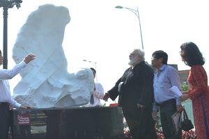 Tiếp nhận 2 tượng mỹ thuật đặt tại địa điểm công cộng