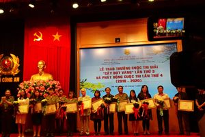 Hà Nội: Trao thưởng cuộc thi 'Cây bút vàng' lần thứ 3