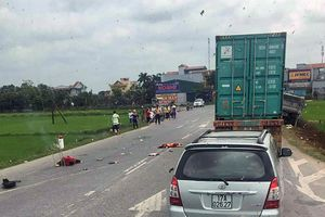 Xe tải va chạm xe máy, 2 mẹ con chết thương tâm