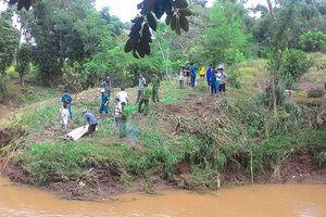 Kon Tum: Nữ kế toán chết bất thường ở bờ suối sau nhà