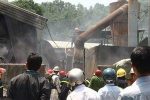 Lửa thiêu rụi xưởng gỗ rộng hơn 5.500m2 ở Đà Nẵng