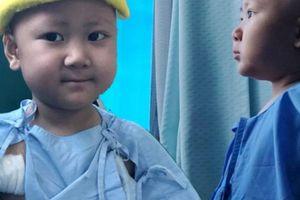 Cuộc chiến ung thư tàn khốc của cậu bé mang tên 'Bão'