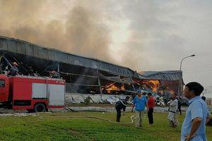 Gần 100 người căng mình cứu nhà máy xơ sợi bốc cháy trong đêm